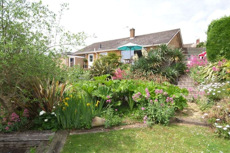 3 Bedrooms Detached Bungalow for sale in Eastern Crescent, Norwich, NR7