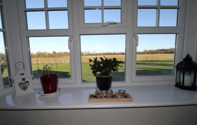 2 Bedrooms Park Home Mobile Home for sale in Meadow Close, Redlands Park, Warwick