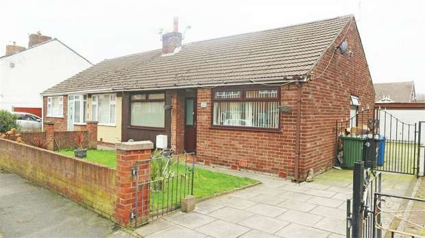 4 Bedrooms Semi Detached Bungalow for sale in Fairclough Street, Burtonwood, Warrington, Cheshire