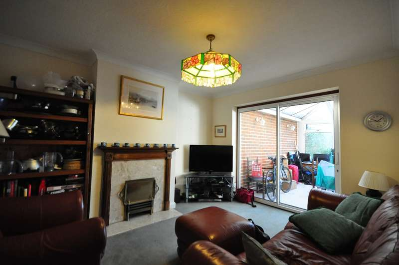 6 Bedrooms House for rent in Cherry Tree Avenue, Guildford
