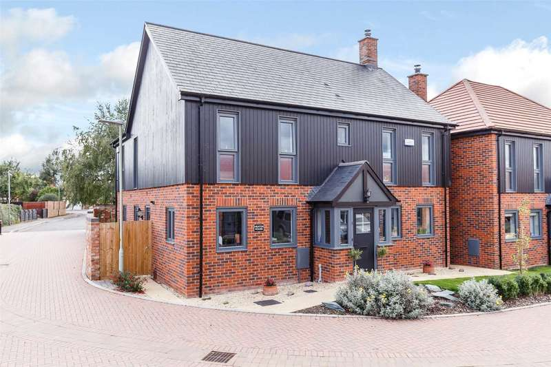 5 Bedrooms Detached House for sale in Newark Court, Ladywell Close