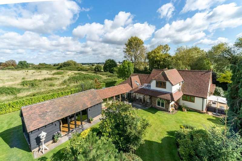 4 Bedrooms Chalet House for sale in Chelmsford, Essex