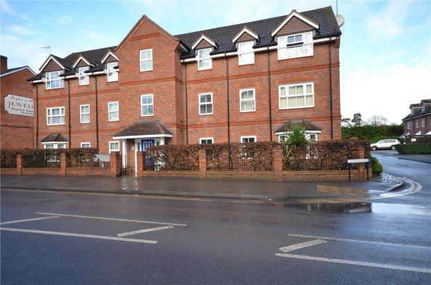 2 Bedrooms Apartment Flat for sale in Talavera Close, Crowthorne, Wokingham