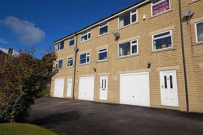3 Bedrooms Town House for sale in Clay House Lane, Greetland, HX4