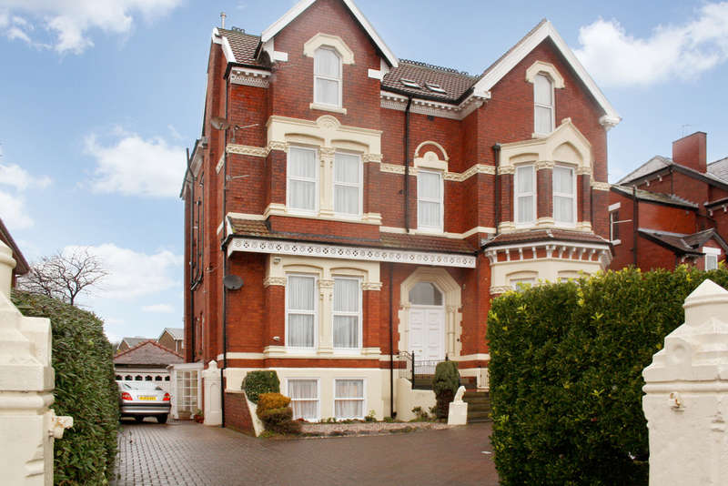 2 Bedrooms Flat for sale in Rawlinson Road, Hesketh Park, Southport