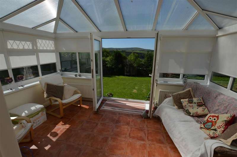 3 Bedrooms Semi Detached House for sale in Upper Brynamman