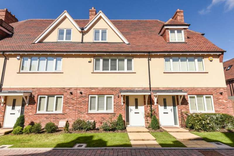 3 Bedrooms Terraced House for sale in Quartermaster Lane, Mill Hill