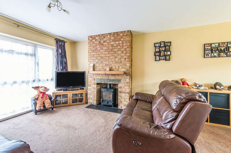 3 Bedrooms Detached House for sale in Churchill Way, Faversham, ME13