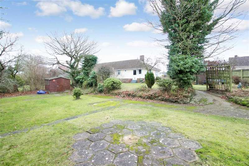 2 Bedrooms Bungalow for sale in Buckingham Close, Martlesham, Ipswich