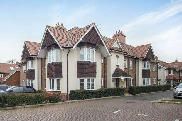 2 Bedrooms Flat for sale in Esher, Surrey