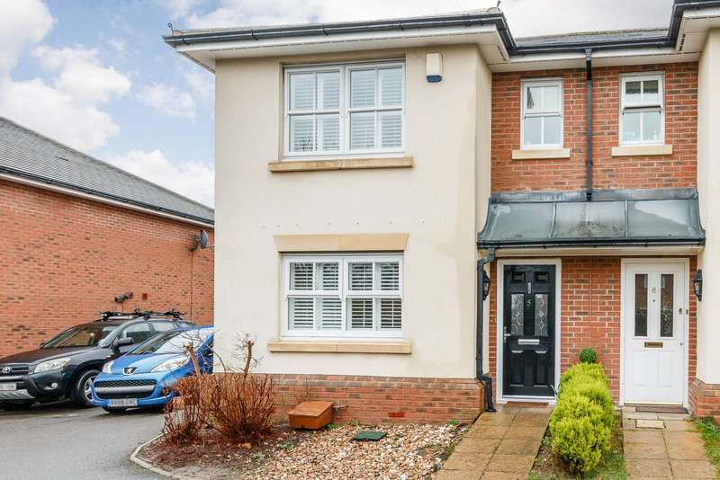 3 Bedrooms Semi Detached House for sale in Addlestone