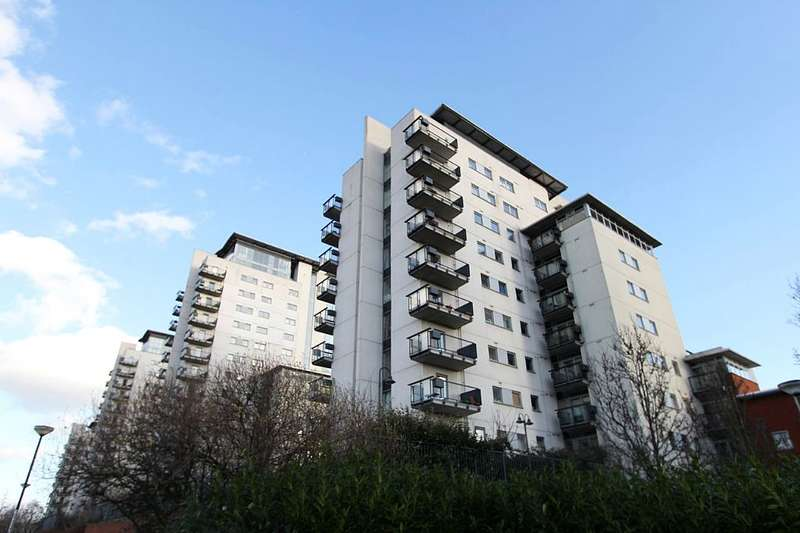 1 Bedroom Apartment Flat for sale in Sark Tower, Erebus Drive, London, London, SE28 0GG