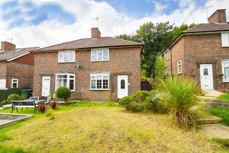 2 Bedrooms Semi Detached House for sale in Friday Hill West, Chingford, London E4