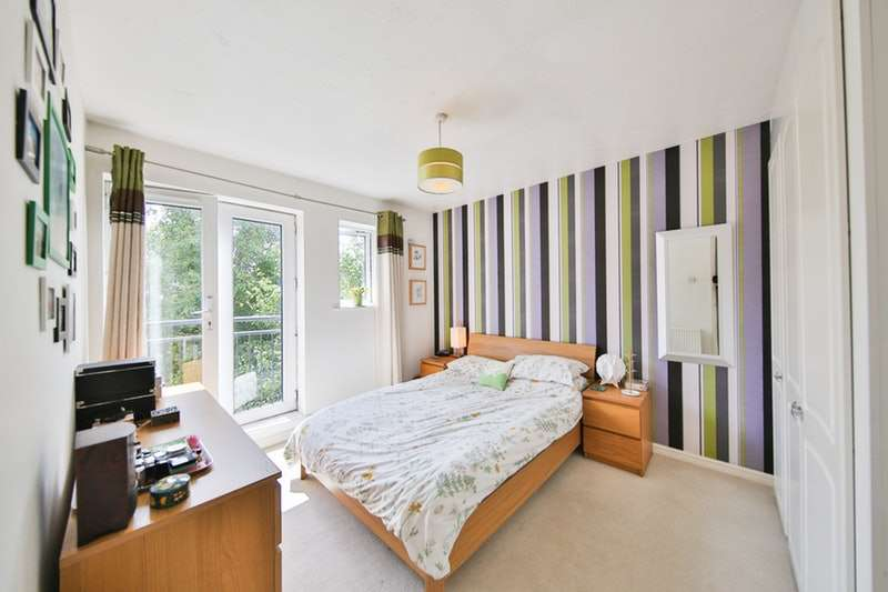 2 Bedrooms Apartment Flat for sale in Halliard Court, Cardiff, Glamorgan, CF10