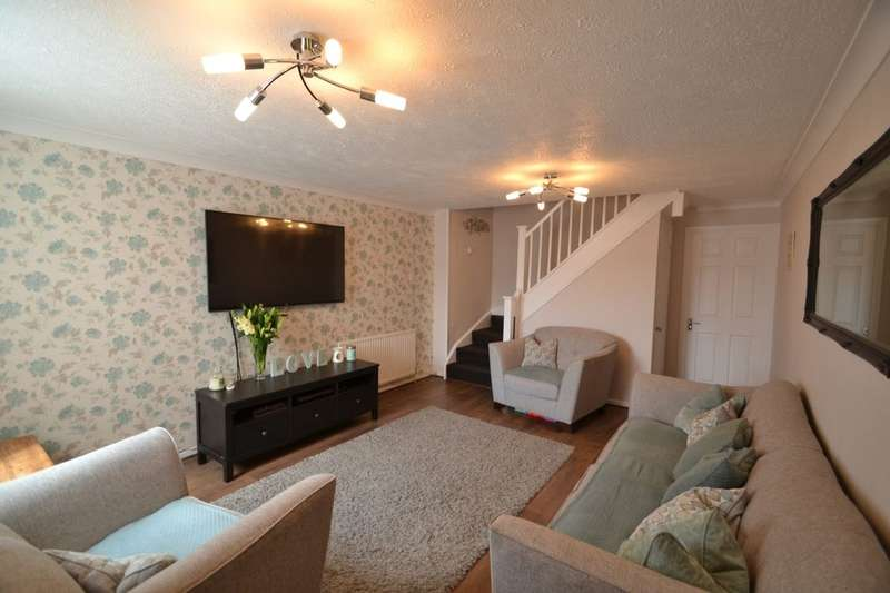 2 Bedrooms Semi Detached House for sale in Bilsington Close, Walderslade, Chatham, ME5