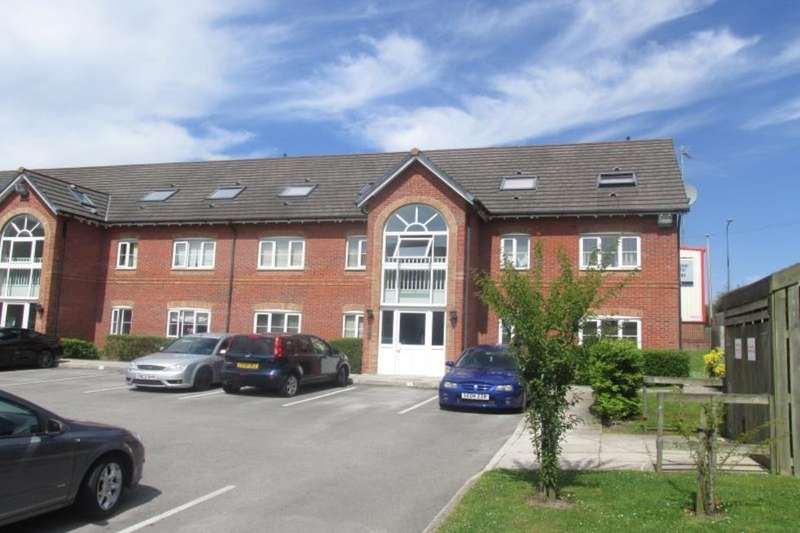 2 Bedrooms Flat for sale in Gadfield Court, Atherton, Manchester, M46