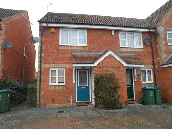 2 Bedrooms Semi Detached House for rent in Bond Close, Aylesbury