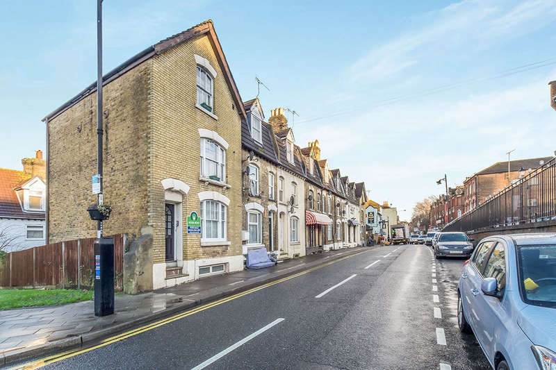 2 Bedrooms Flat for sale in High Street, Rochester, ME1