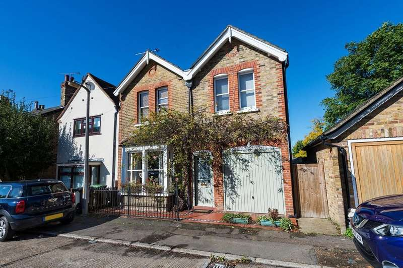 3 Bedrooms Semi Detached House for sale in Trent Road, Buckhurst Hill