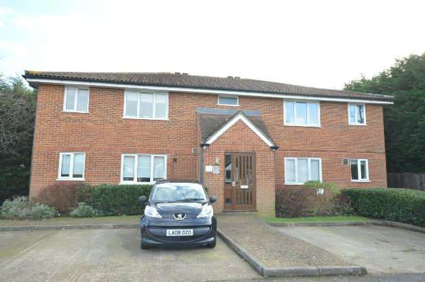 1 Bedroom Flat for sale in Ranyard Close, Chessington
