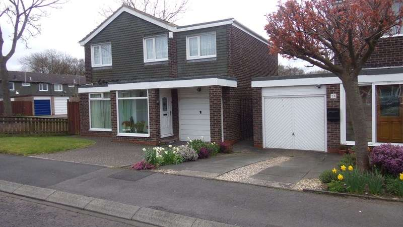 4 Bedrooms Property for sale in Ashkirk Way, Seaton Delaval, Whitley Bay, Northumberland, NE25 0JU