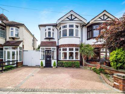 3 Bedrooms Semi Detached House for sale in Chadwell Heath, London, United Kingdom