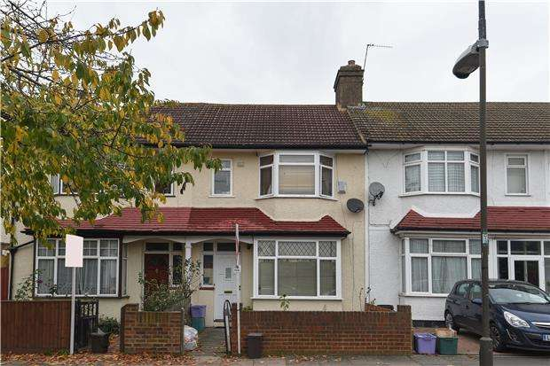 3 Bedrooms Terraced House for sale in Victoria Road, MITCHAM, Surrey, CR4