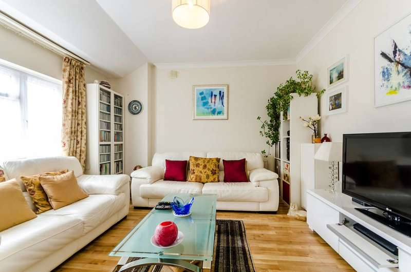 2 Bedrooms Maisonette Flat for sale in Priory Road, Hampton, TW12
