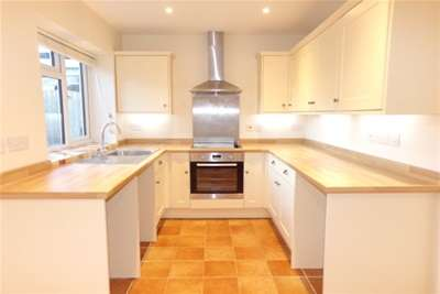 3 Bedrooms Property for rent in Manor Lane, Loxley