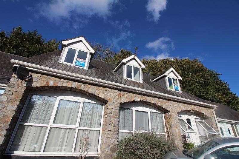 2 Bedrooms Flat for sale in Commons Road, Pembroke, Pembrokeshire. SA71 4EA