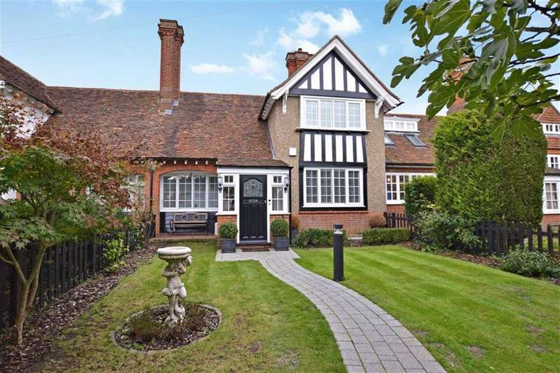 2 Bedrooms Cottage House for sale in High Street, Epping