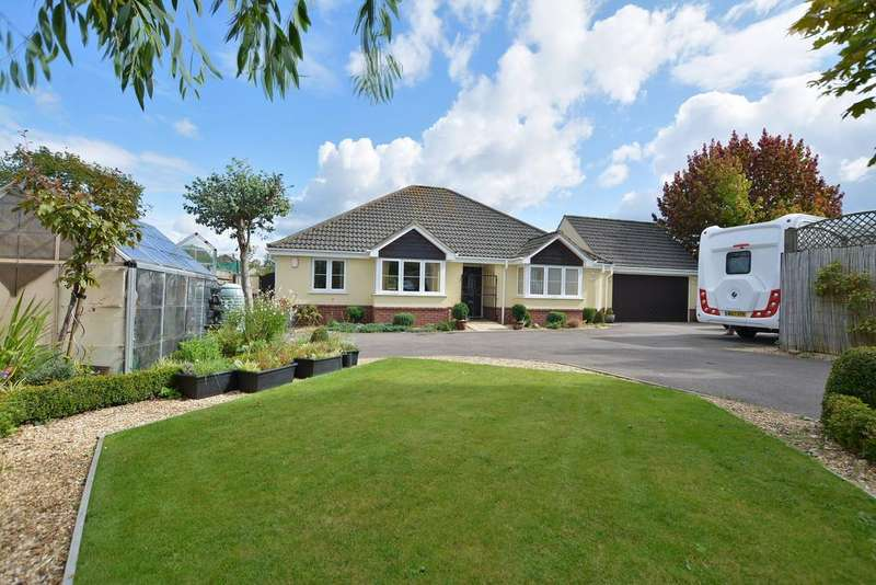 3 Bedrooms Detached Bungalow for sale in Bracken Road, FERNDOWN
