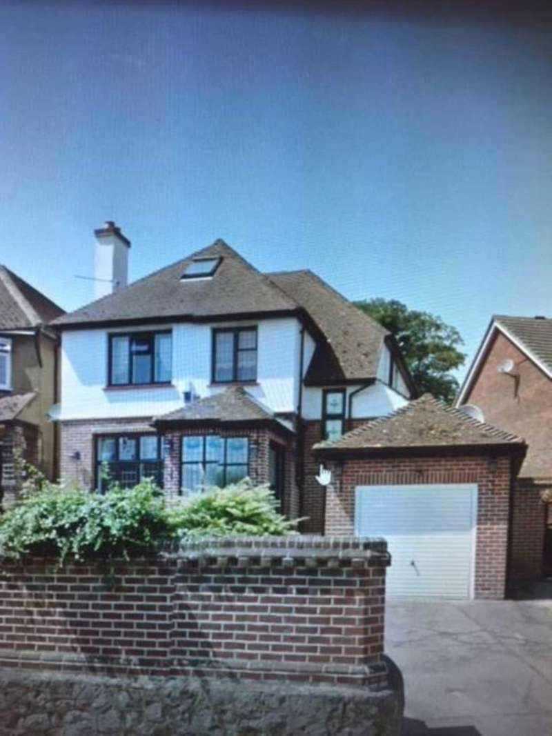 4 Bedrooms Detached House for sale in Woodstock Road, Rochester