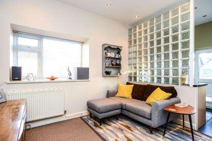 1 Bedroom Maisonette Flat for sale in Mostyn Avenue, Llandudno, Conwy, LL30