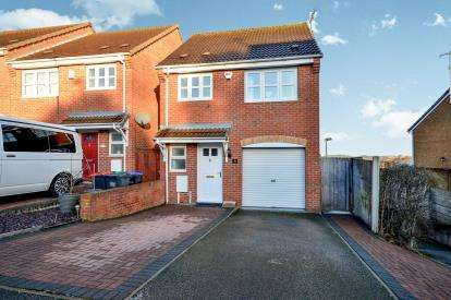 3 Bedrooms Detached House for sale in Derwent Drive, Kirkby In Ashfield, Nottingham, Nottinghamshire