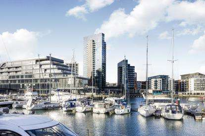 2 Bedrooms Flat for sale in Admirals Quay, Ocean Way, Southampton
