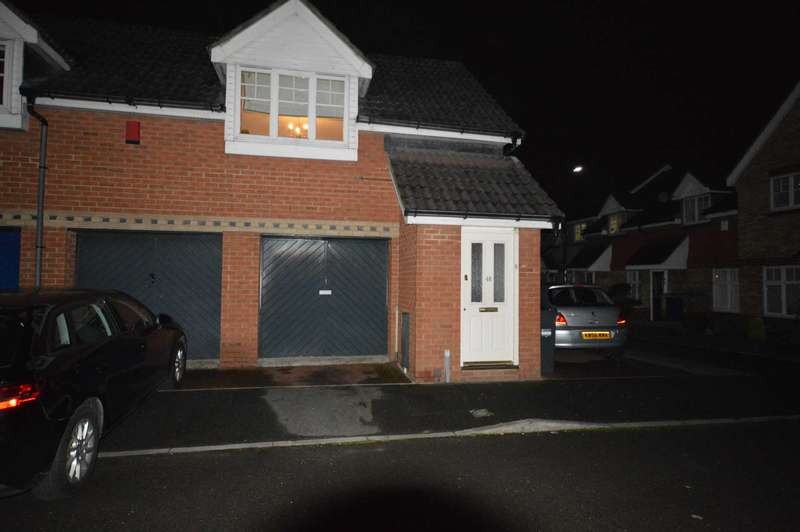 2 Bedrooms Maisonette Flat for rent in Garrison Close, Hounslow