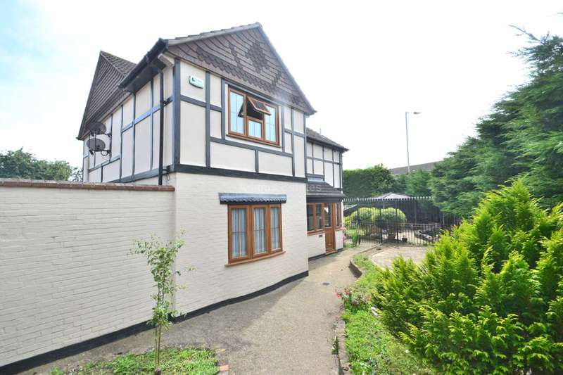 4 Bedrooms Detached House for rent in Burghfield Road, Reading