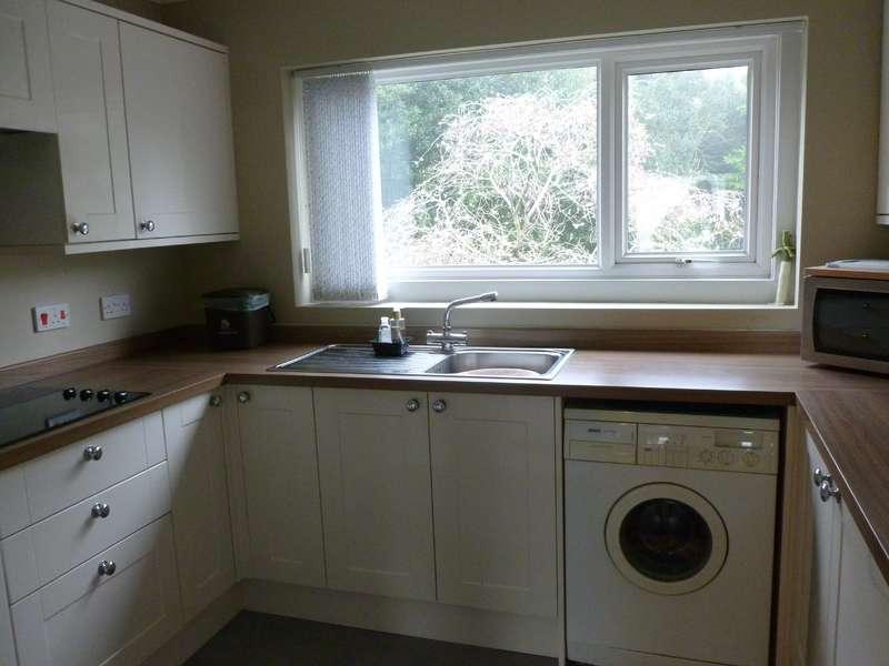 3 Bedrooms Flat for rent in Beech Court, Dorchester, Dorset
