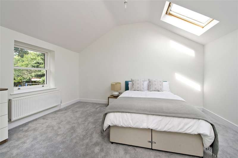 2 Bedrooms Semi Detached House for sale in Holly Road, Twickenham, Middlesex, TW1