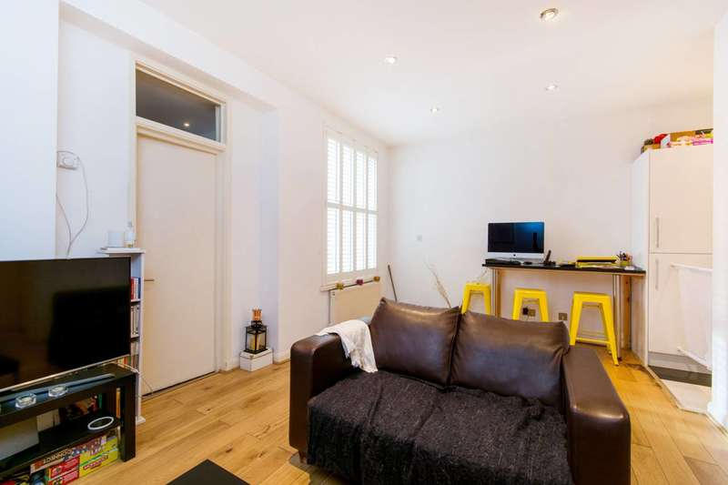 2 Bedrooms Flat for sale in Shrubbery Road, Streatham, SW16