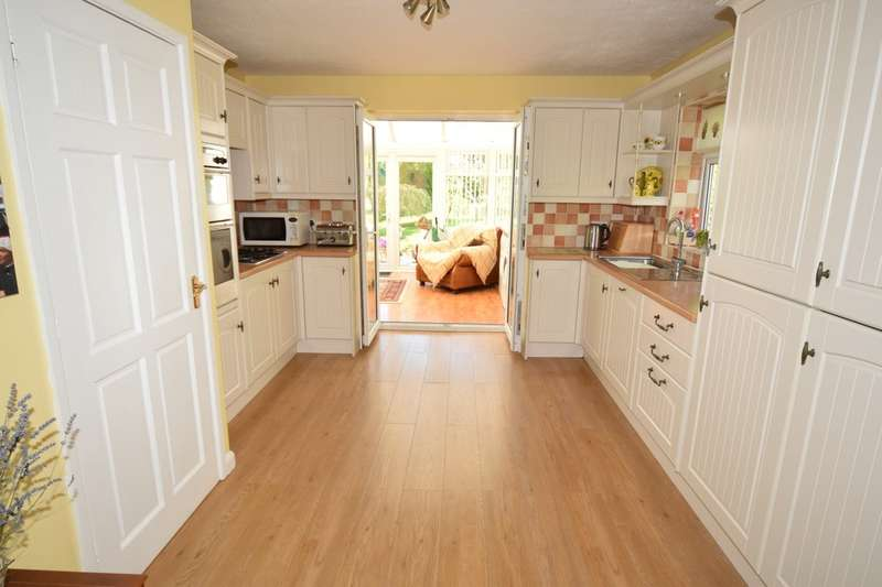 3 Bedrooms Detached Bungalow for sale in Poplar Bank, Barrow-in-Furness, Cumbria, LA13 0RB