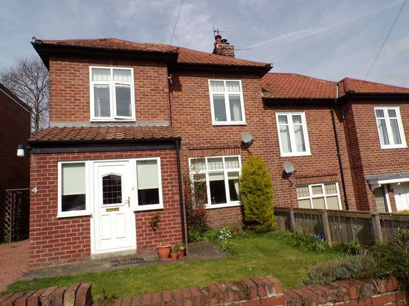 3 Bedrooms Property for sale in Alexandra Crescent, Hexham, Northumberland, NE46 3AA