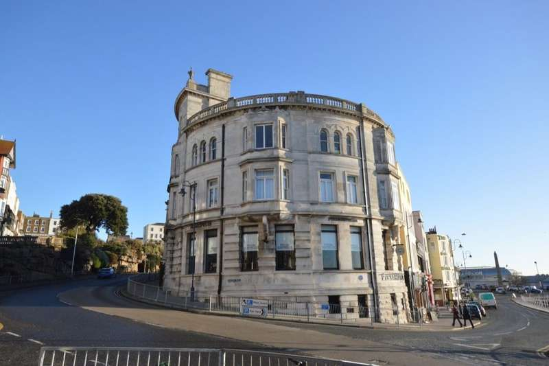 3 Bedrooms Flat for sale in Harbour Parade, Ramsgate, CT11