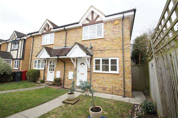 3 Bedrooms Semi Detached House for sale in Earls Lane, Cippenham, Slough