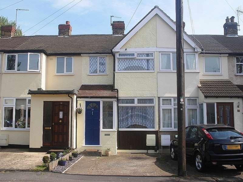 3 Bedrooms Terraced House for rent in Elm Park Avenue, Hornchurch, London, RM12