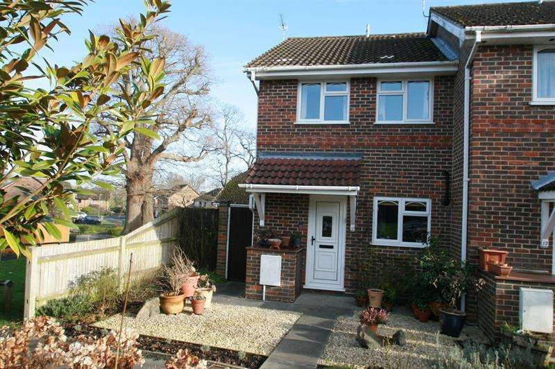 2 Bedrooms End Of Terrace House for sale in Blackcap Close, Rowland's Castle