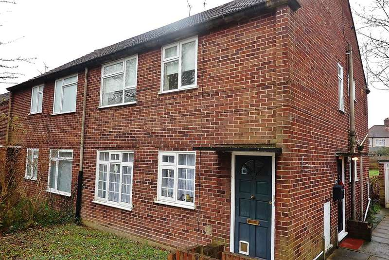 2 Bedrooms Maisonette Flat for sale in Croft Close, Chislehurst, Kent, BR7 6EY