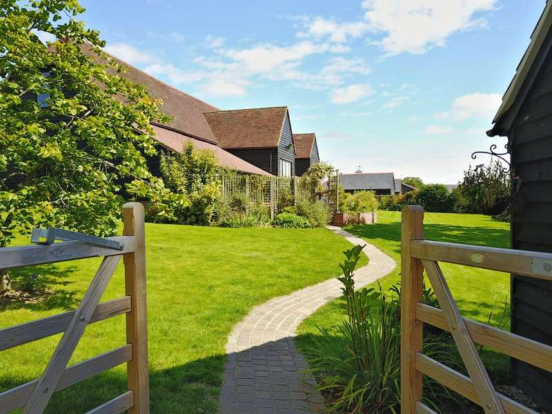 5 Bedrooms Barn Conversion Character Property for sale in Generals Lane, Boreham, CM3 3HN