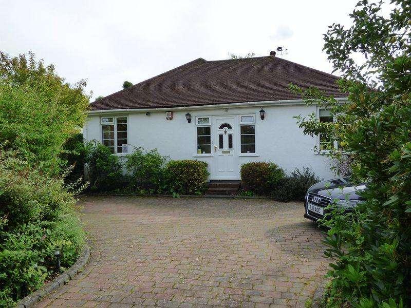 3 Bedrooms Bungalow for sale in Effingham